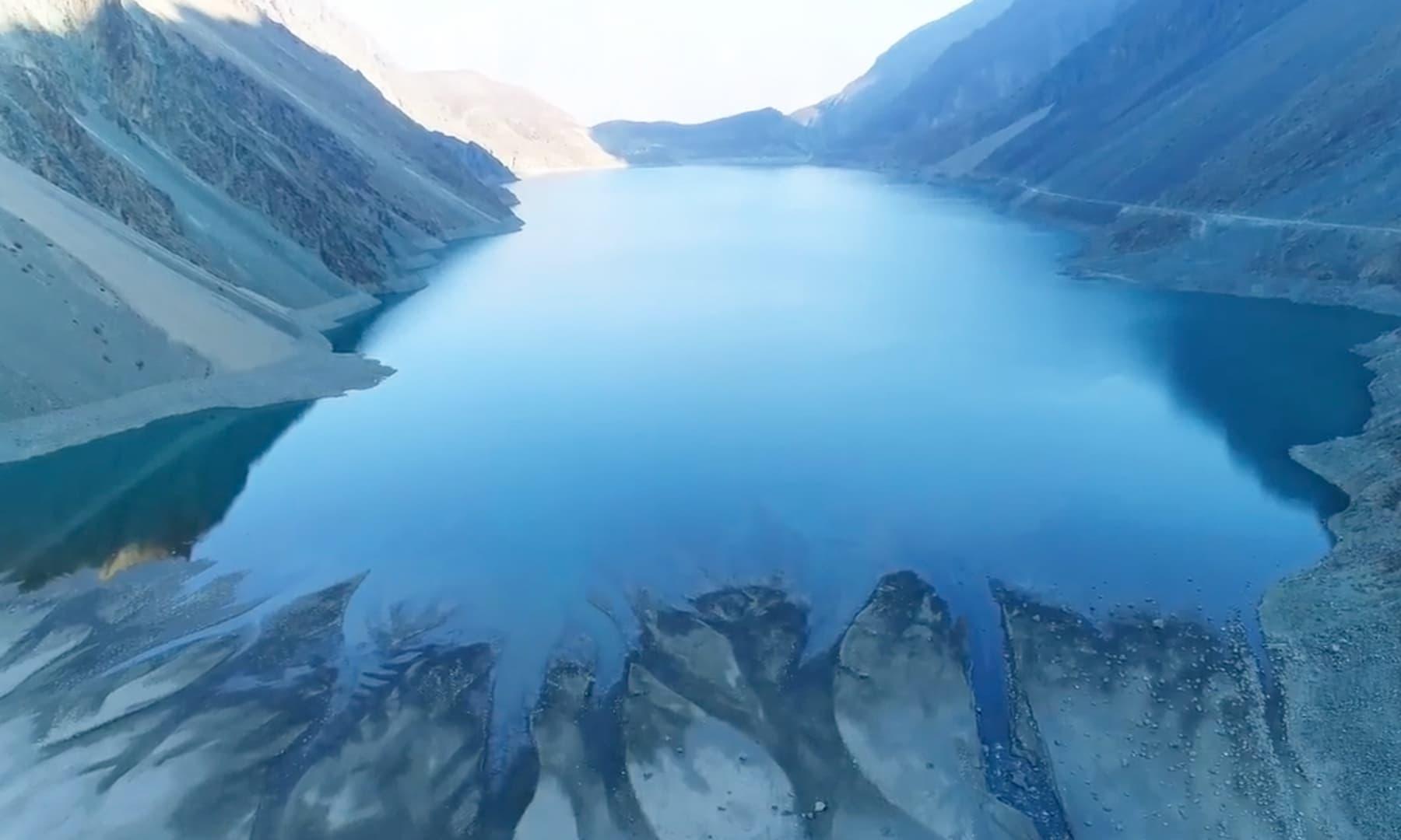 سدپارہ جھیل کا ایک خوبصورت منظر—تصویر رضوان احمد جٹ