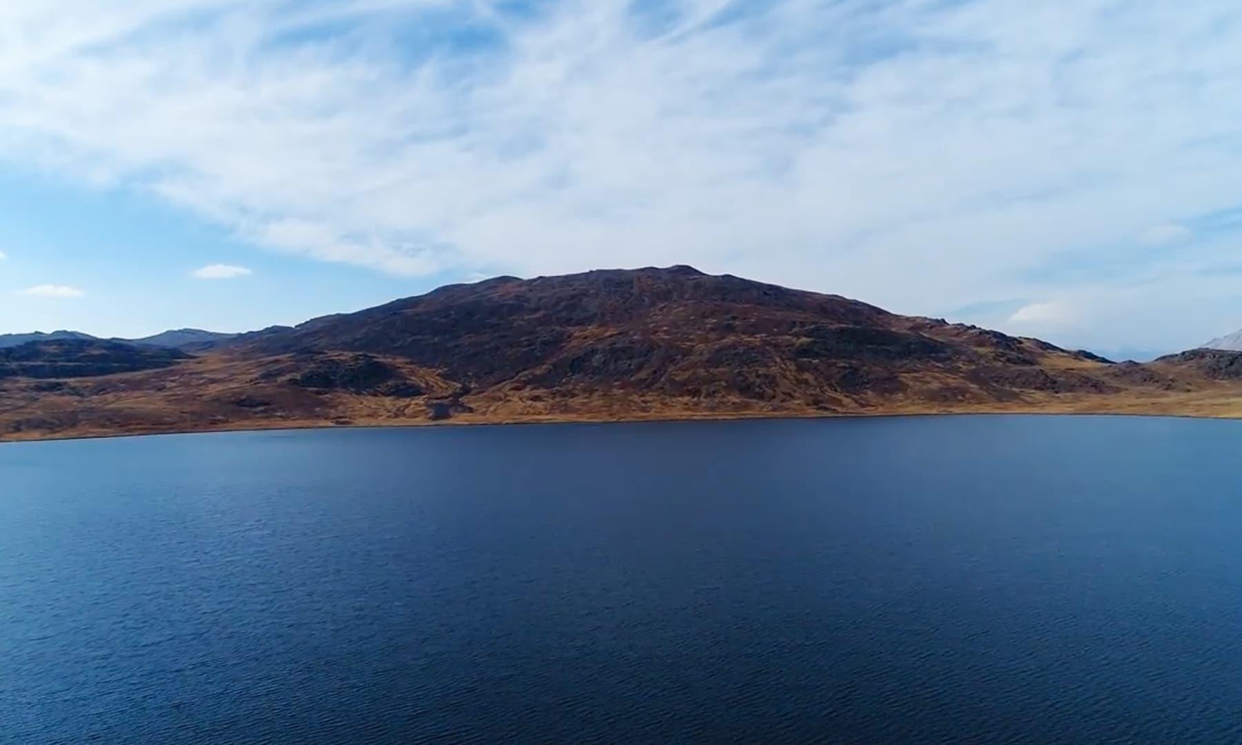 اکتوبر کے مہینے میں شیوسر جھیل کا ایک منظر—تصویر رضوان احمد جٹ