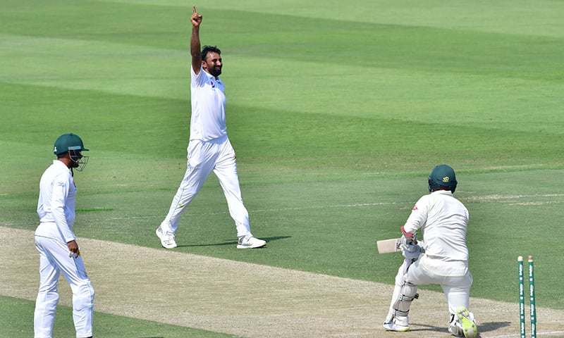 Pakistan Bilal Asif (C) celebrates after he dismissed Australian cricketer Nathan Lyon during day two of the second Test cricket match in the series between Australia and Pakistan. — AFP