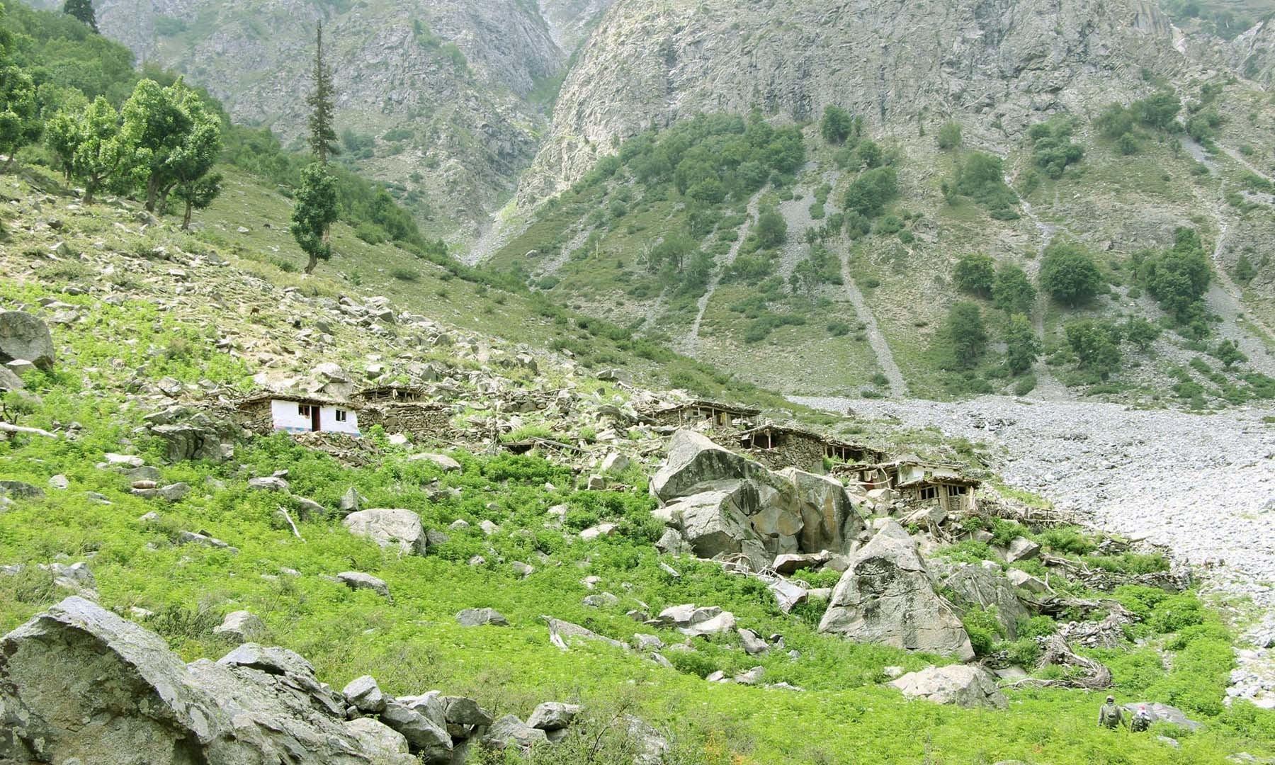 مقامی گڈریے ان گھروں میں رہائش اختیار کرتے ہیں—تصویر امجد علی سحاب