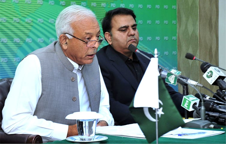 ISLAMABAD: Federal Minister for Petroleum Chaudhry Ghulam Sarwar Khan, along with federal Minister for Information and Broadcasting Fawad Chaudhry, briefs the media about the cabinet meeting on Thursday.—APP