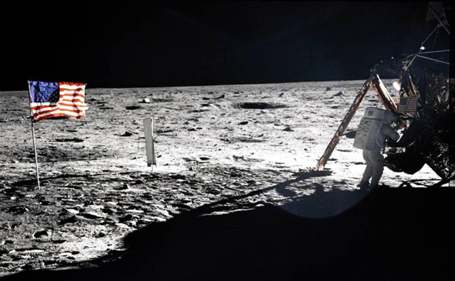 جب انسان چاند پر پہنچا