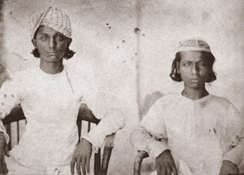 بہادر شاہ ظفر کے بیٹے، مرزا جوان بخت (بائیں) اور مرزا شاہ عباس (دائیں)