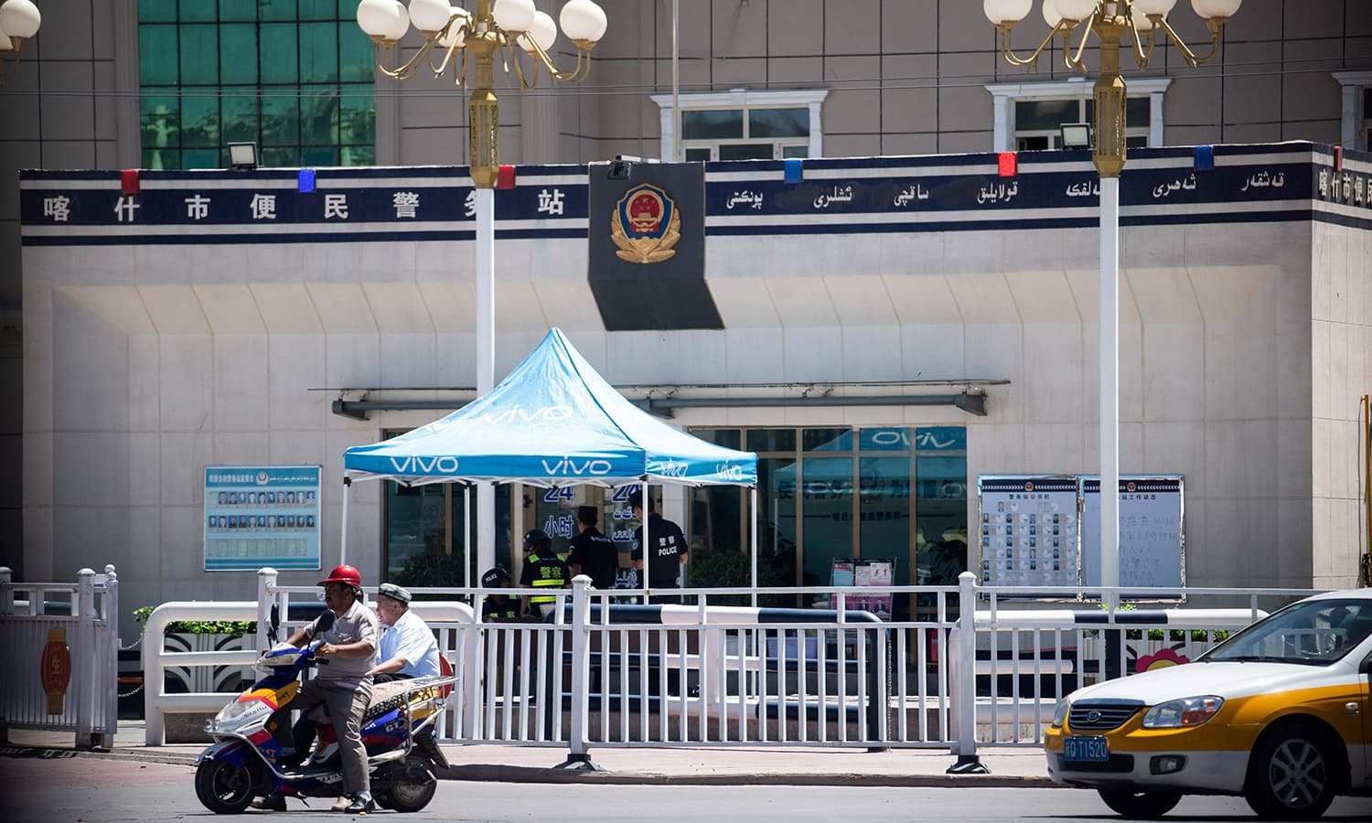 This June 25, 2017 photo shows a police checkpoint in Kashgar in China's Xinjiang Uighur Autonomous Region, a day before the Eidul Fitr holiday.  — AFP