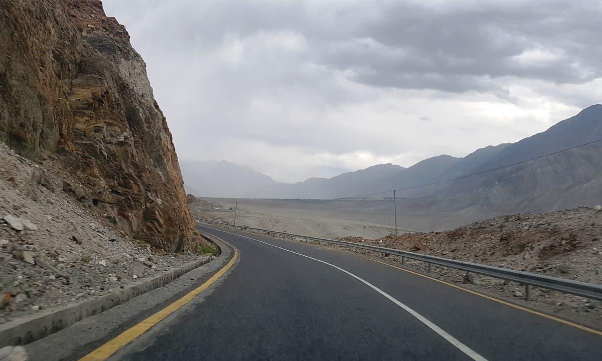 The Karakoram Highway leading to Gilgit