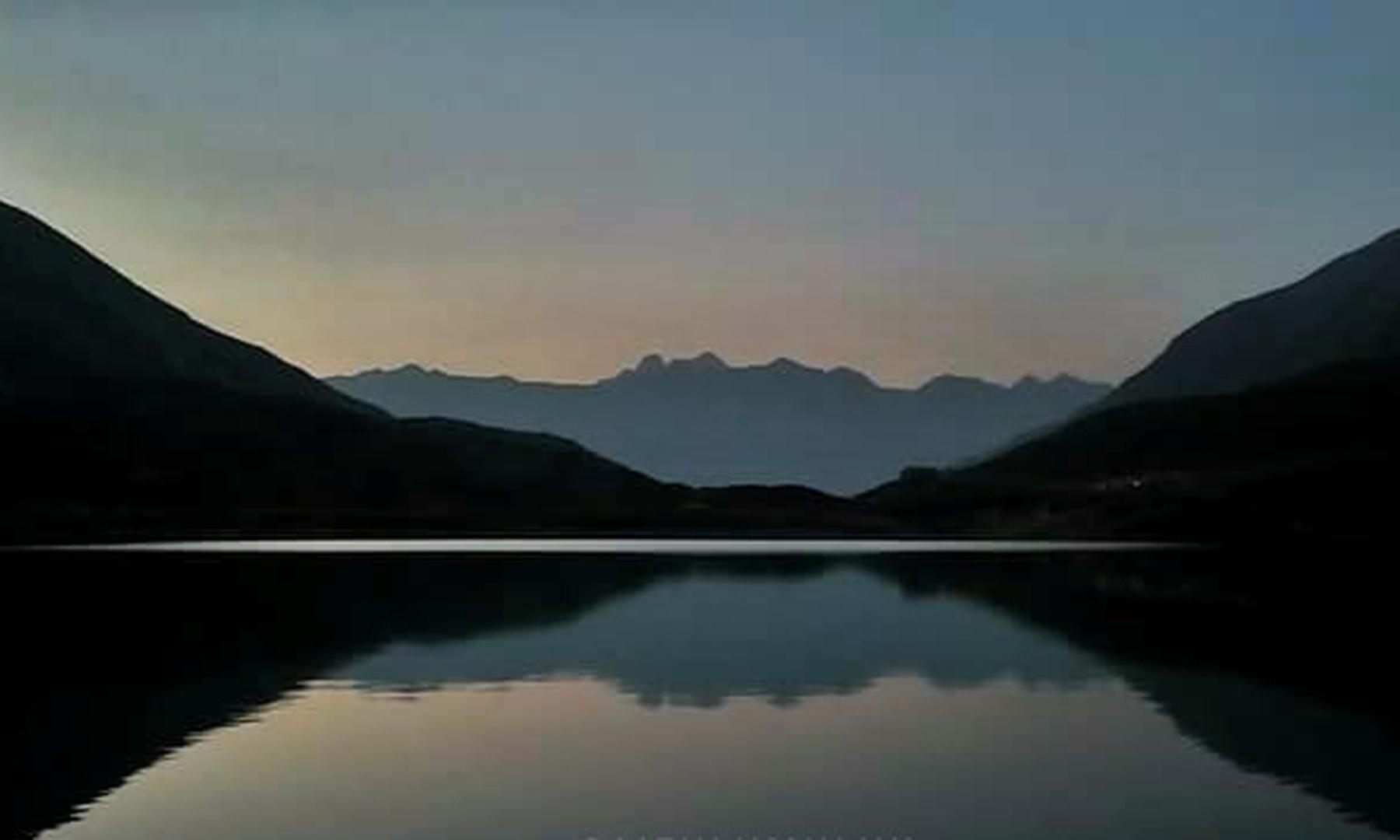 رات میں لی گئی سیف الملوک کی ایک خوبصورت تصویر—تصویر محمد احسن