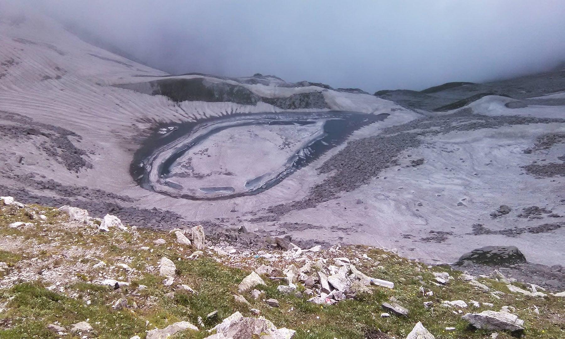 آنسو جھیل سطح سمندر سے 13550 فٹ بلندی پروادی کاغان میں واقع ہے —تصویر عظمت اکبر
