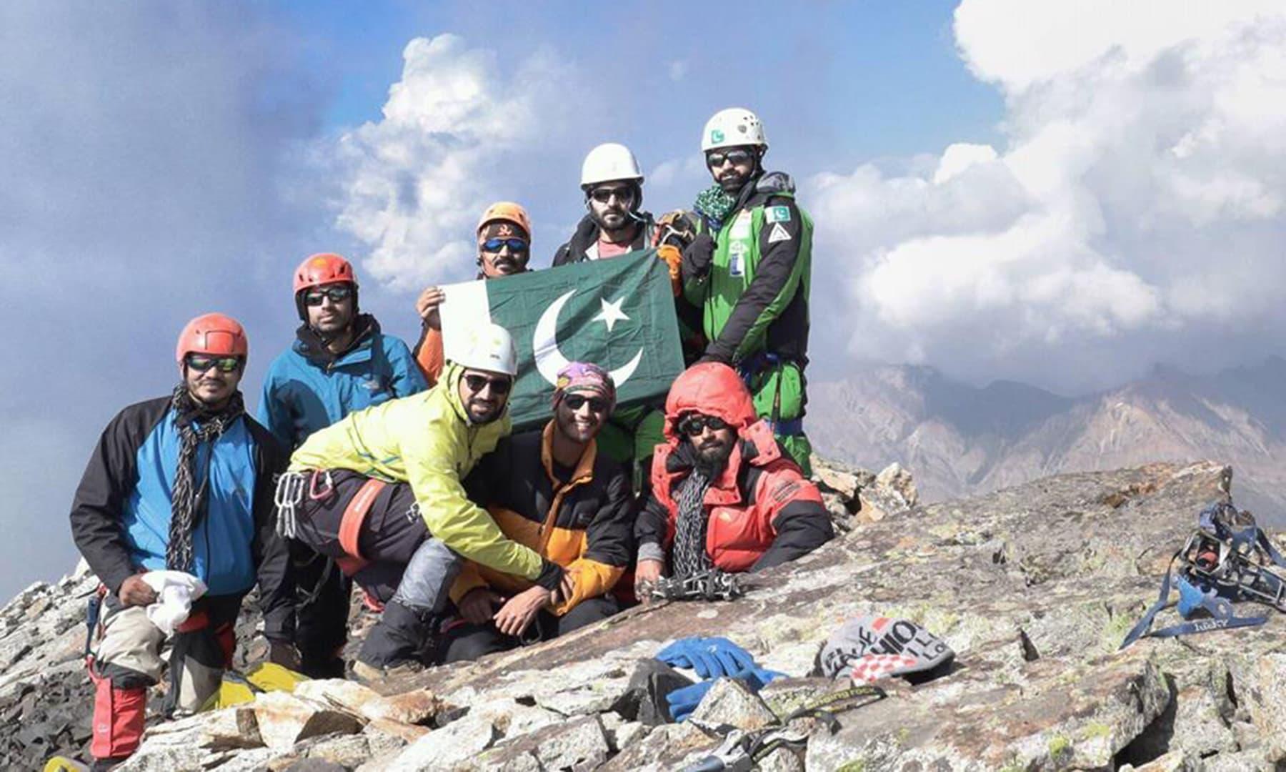 ملکہ پربت کو 2018ء میں سر کرنے والی 8 پاکستانی کوہِ پیماوں کی ٹیم—فائل فوٹو