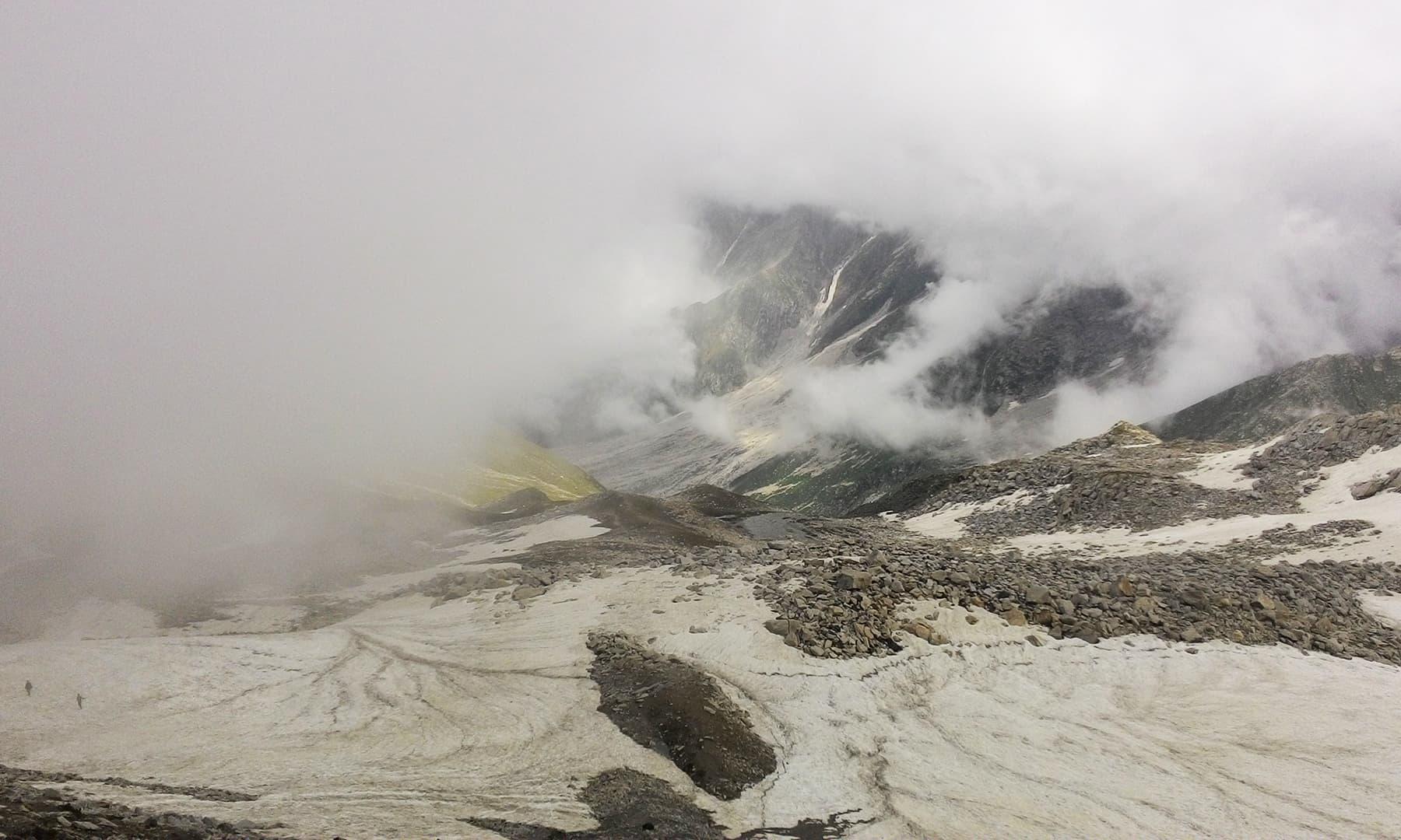 مشکل ترین چڑھائی کو بالاخر ہم سر کرنے میں کامیاب ہوئے—تصویر عظمت اکبر