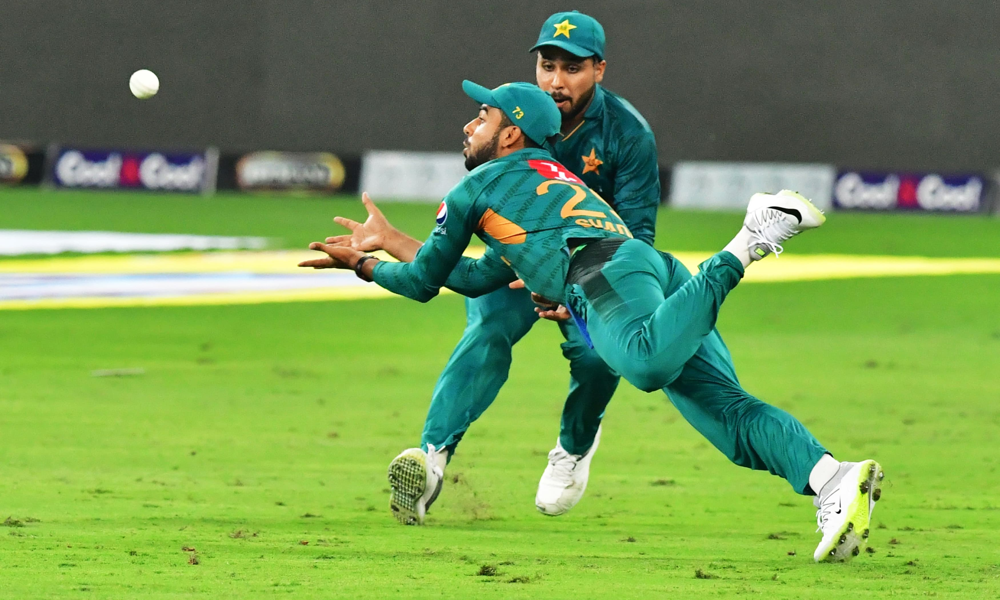 Shadab Khan takes a diving catch to dismiss Australian cricketer Chris Lynn. —AFP