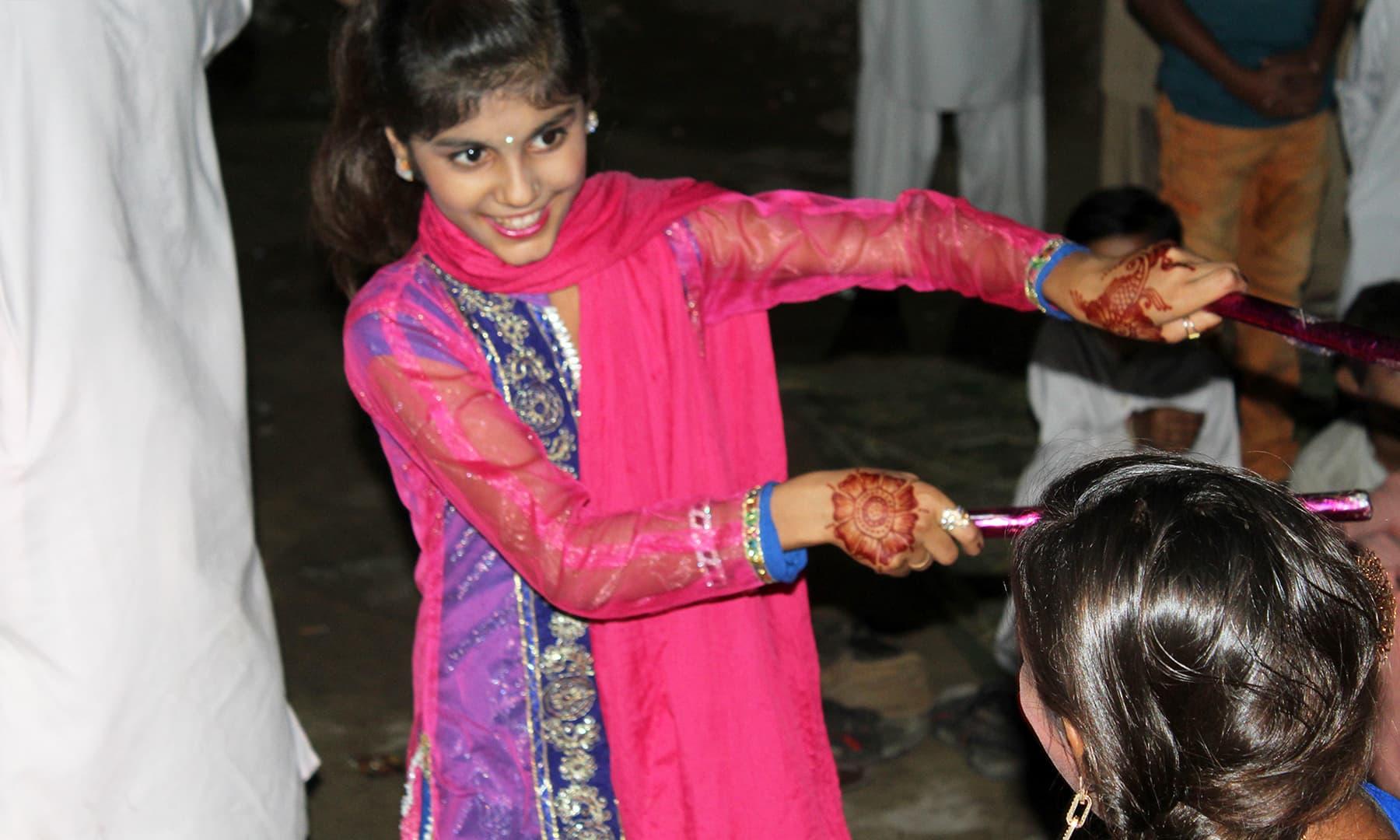 ڈانڈیا رقص اس تقریب کا لازمی جزو ہے۔— اختر حفیظ