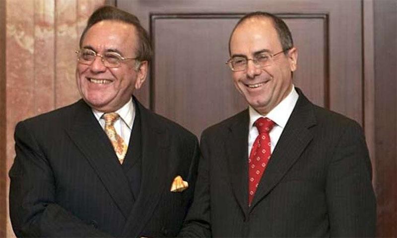 پاکستان کے سابق وزیرِ خارجہ خورشید قصوری اپنے اسرائیلی ہم منصب سلوان شالوم سے ملاقات کررہے ہیں