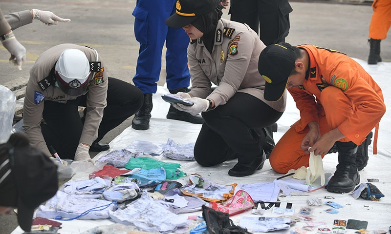 Indonesian police and SAR personnel identify personal items of passengers of the ill-fated Lion Air flight JT 610 at the Jakarta port on October 30. — AFP