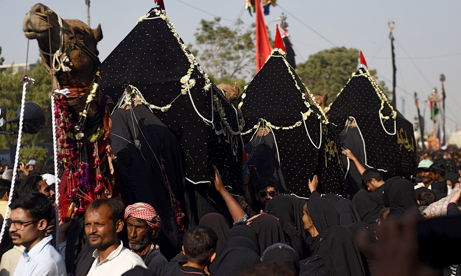 "Devotees take part in a religious procession to mark ""Arba'een"" in Karachi on October 30, 2018. —AFP"