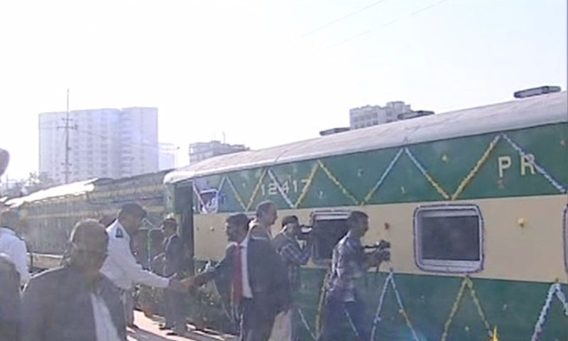 کراچی تا دھابیجی لوکل ٹرین — فوٹو، ڈان نیوز