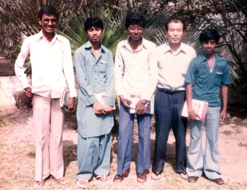 پاک امریکن کلچرل سینٹر میں دیگر طالب علموں کے ساتھ—تصویر عبیداللہ کیہر
