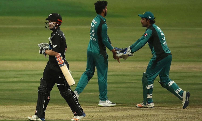 شاداب خان اور شاہین آفریدی کے علاوہ عماد وسیم نے بھی ایک وکٹ حاصل کی—فوٹو: آئی سی سی ٹویٹر