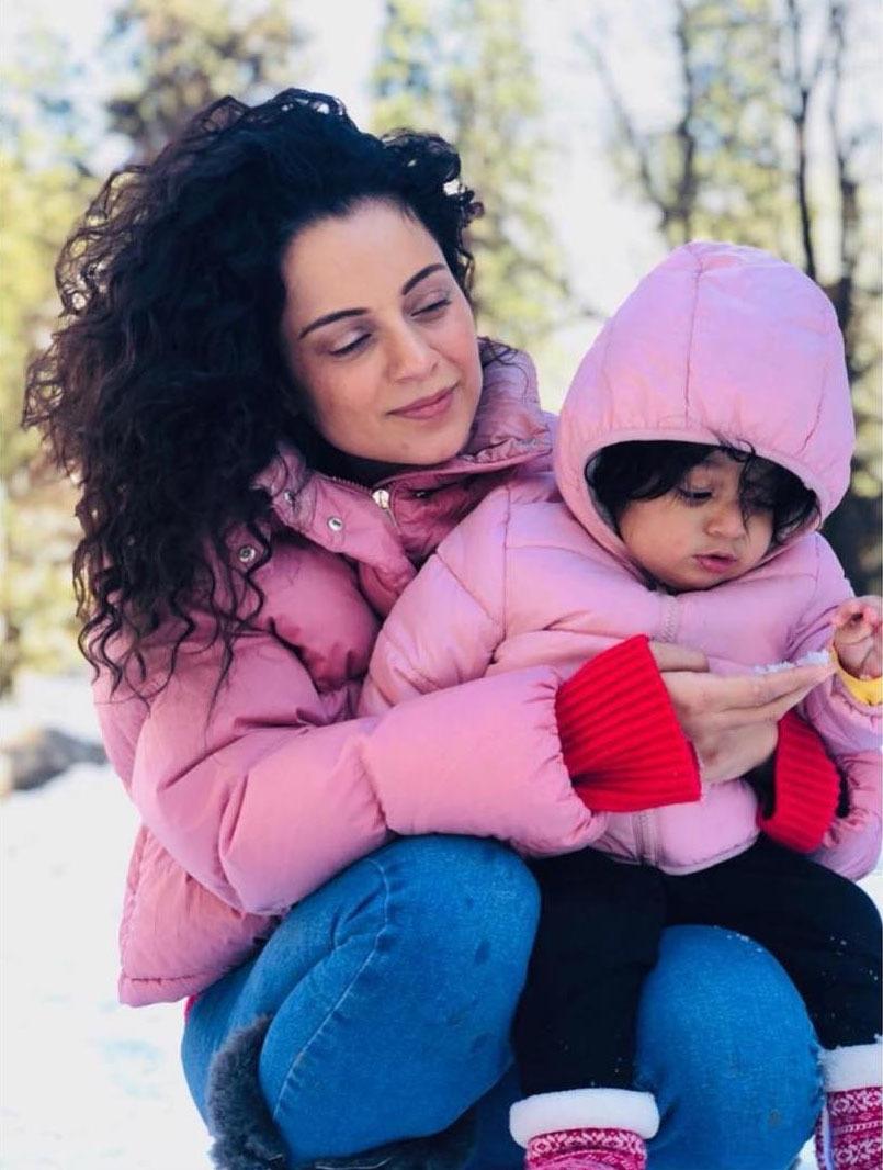 اداکارہ کنگنا رناوٹ نے نہایت سادگی سے اپنے گھر والوں کے ساتھ دیوالی منائی اور اپنے بھانجے کے ساتھ لی گئی تصویر مداحوں کے ساتھ شیئر کی —فوٹو/ انسٹاگرام
