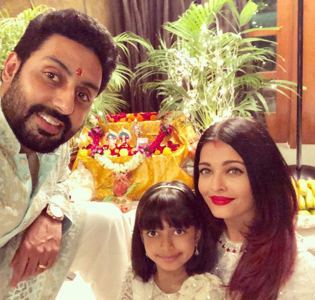 ابھیشیک بچن نے اپنی اہلیہ اور بیٹی کے ہمراہ الگ سے بھی دیوالی کے موقع کی تصویر شیئر کی —فوٹو/ انسٹاگرام
