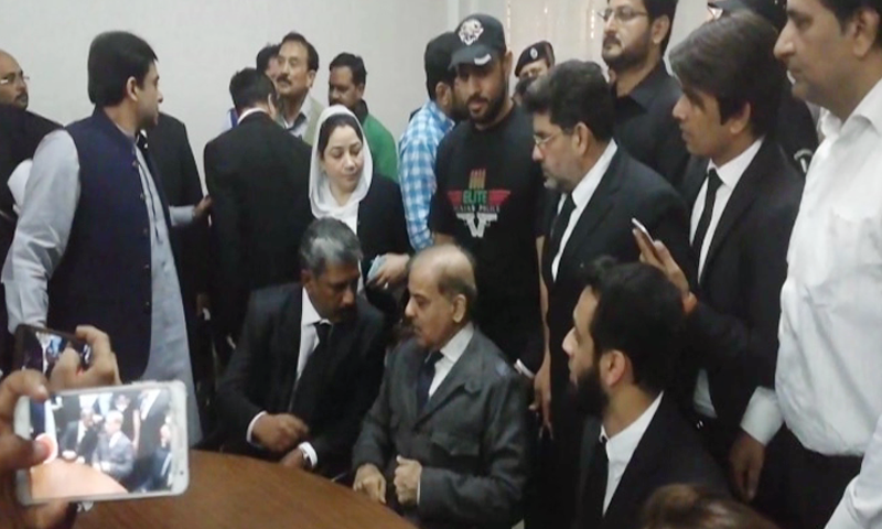 PML-N president Shahbaz Sharif consults his counsel ahead of the hearing. — DawnNewsTV