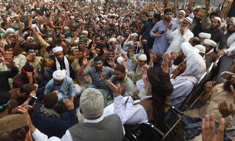 Supporters of Tehreek-i-Labbaik Pakistan gather before their leader Khadim Hussain Rizvi and the party's patron-in-chief, Pir Afzal Qadri in Lahore | M. Arif/White Star
