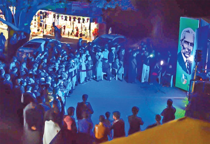 People watch a hologram of Quaid-i-Azam at White Palace, Swat. — Dawn