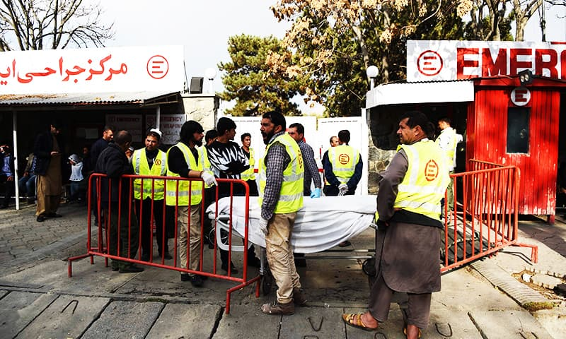 Afghan medical staff members with stretchers wait outside a hospital of the Italian aid organisation 'Emergency' in Kabul on November 12, 2018. - At least three people were killed when a suicide attacker blew himself up in Kabul on November 12, close to where scores of Afghans had been protesting against Taliban attacks on the minority Hazara ethnic group. (Photo by WAKIL KOHSAR / AFP) — AFP or licensors