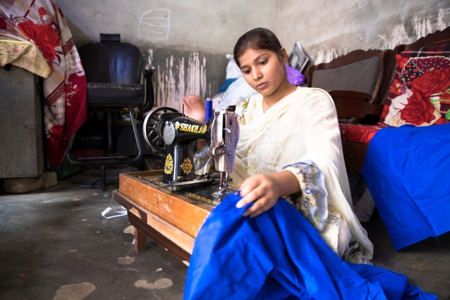 Bushra, a 10th grader, sews to help earn money for her expenses. Education cost often increases as children advance in grades. *Image by Insiya Syed for Human Rights Watch*
