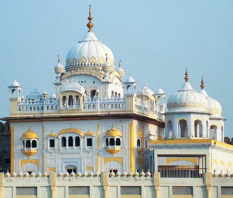 لاہور میں بادشاہی مسجد کے عقب میں مہاراجہ رنجیت سنگھ کی سمادھی — فوٹو محمد حیدر سجاد/کری ایٹو کامنز