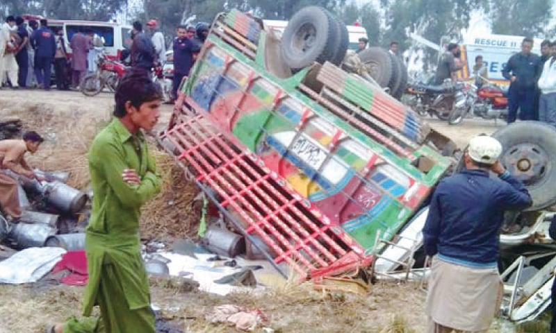 Seven die as milk-laden truck overturns - Newspaper - DAWN COM
