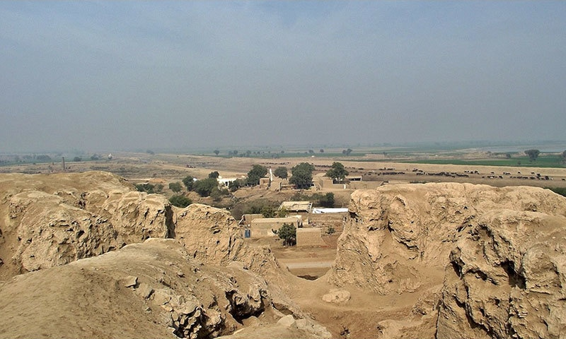 سہون کے قلعے کے موجودہ آثار — بشکریہ sarfrazh/flickr
