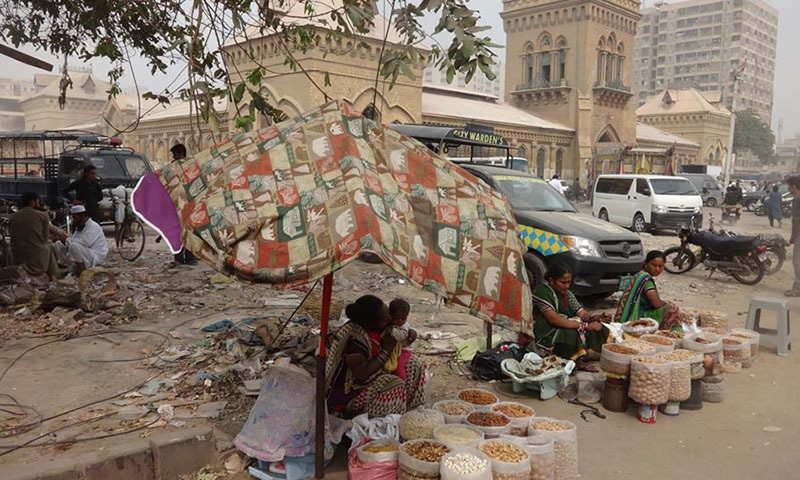 Evicted hawkers at Empress Market.—Urban Resource Center