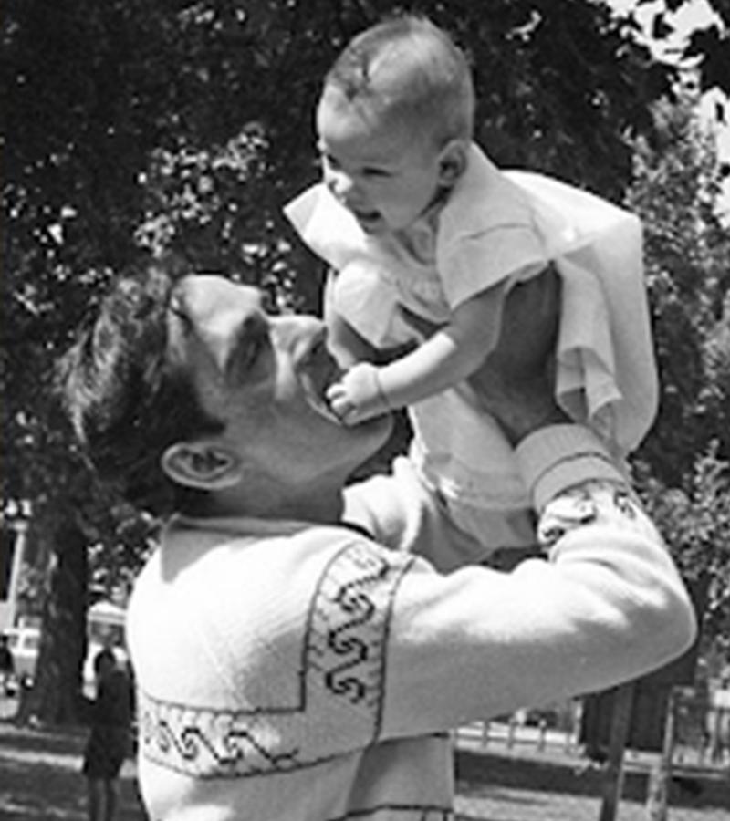 احمد پرویز اپنی بیٹی کے ہمراہ