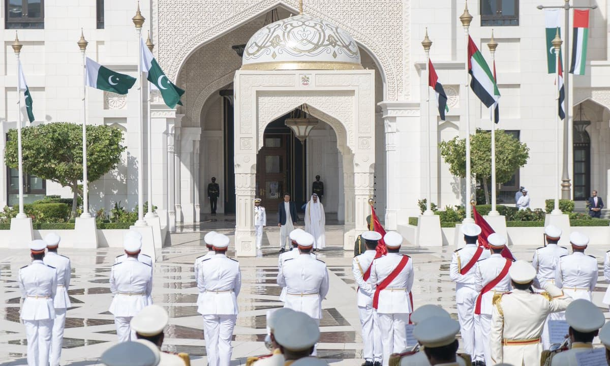 UAE Crown Prince Sheikh Mohamed bin Zayed and Prime Minister Imran Khan stand for the national anthem during a reception held at the Presidential Palace in Abu Dhabi. — Photo courtesy UAE Ministry of Presidential Affairs