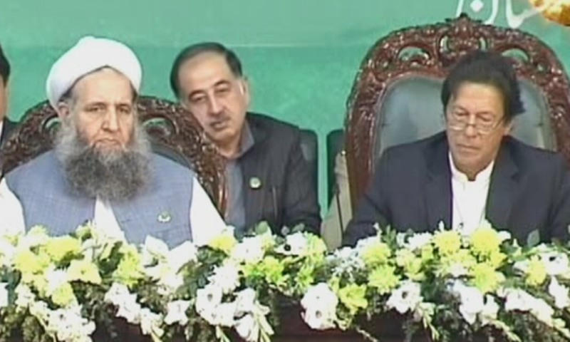 Minister for Religious Affairs Noorul Haq Qadri alongside PM Khan at Jinnah Convention Centre in Islamabad. ─ DawnNewsTV