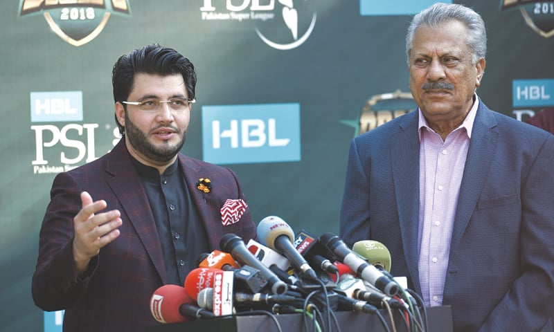 JAVED Afridi, the owner of Peshawar Zalmi, speaks to reporters alongside Pakistan batting great Zaheer Abbas, the president of the franchise.—White Star