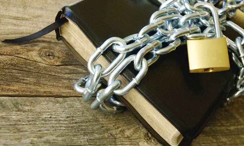 کئی کتابوں کو معمولی وجوہات پر پابندی کا سامنا کرنا پڑا—فوٹو: زبرنجانی ڈاٹ کام