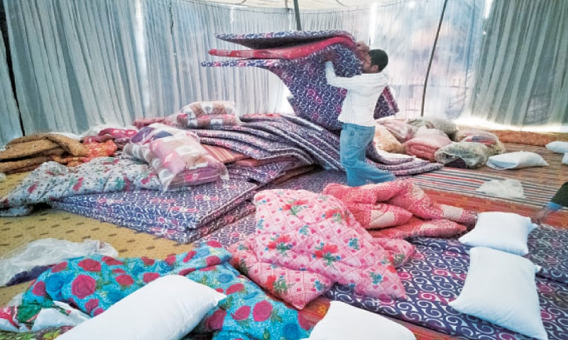 Makeshift shelters for Lahore's homeless