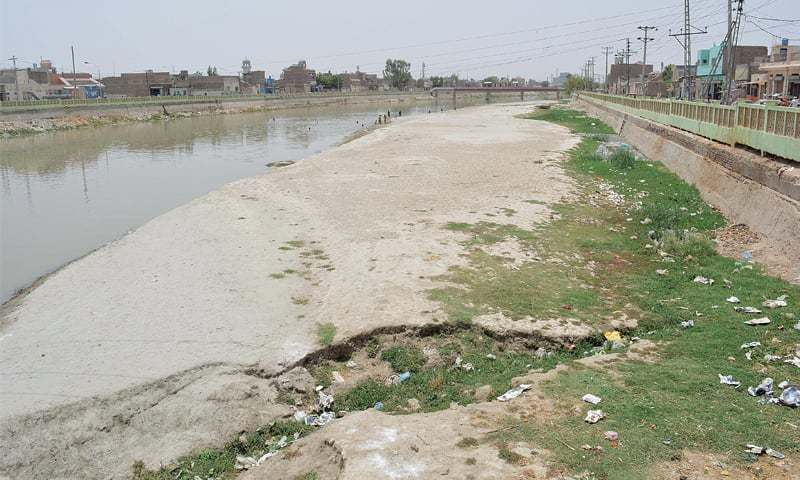 Commission tells municipal committee to immediately stop releasing the city's sewage into the Dadu Canal. — Dawn/File