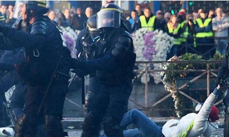 پرتشدد مظاہروں کے دوران درجنوں افراد گرفتار کرلیے گئے، فوٹو اے ایف پی