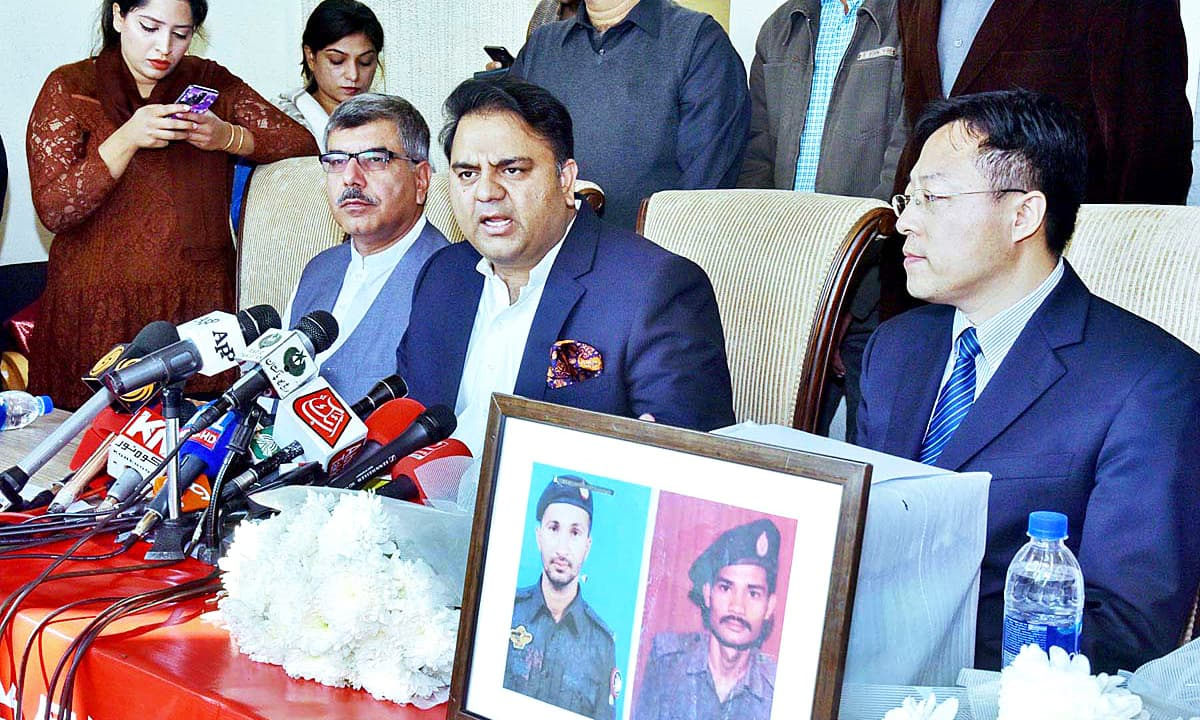 Chinese citizens donate to families of policemen martyred in Karachi consulate attack
