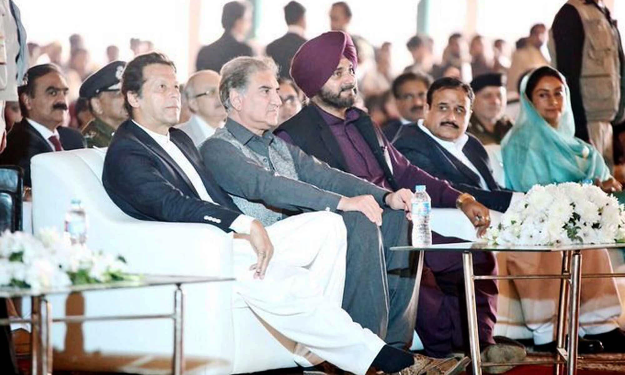 From left: PM Imran Khan, Foreign Minister Shah Mahmood Qureshi, Indian Punjab Minister of Local Government, Tourism, Cultural Affairs and Museums Navjot Singh Sidhu, Punjab Chief Minister Usman Buzdar and Indian Minister for Food Harsimrat Kaur Badal. ─ Photo courtesy Radio Pakistan Twitter