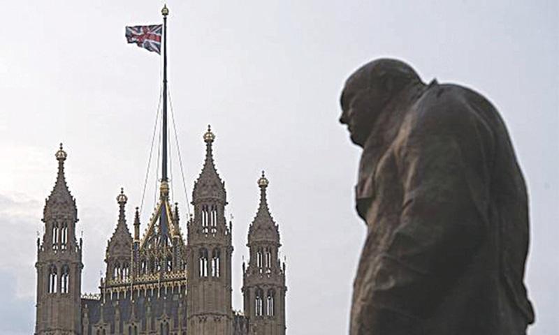 لندن میں ایستادہ ونسٹن چرچل کا مجسمہ—تصویر اے ایف پی
