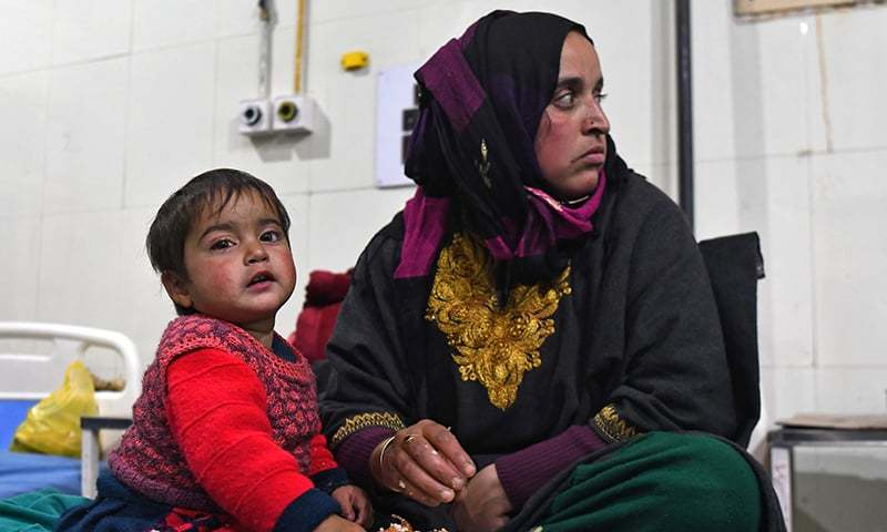 This picture taken on November 28 shows 20-month-old Hiba Jan with her mother Marsala on a hospital bed in Srinagar after a metal pellet fired by government forces was lodged in the toddler's eye. ─ AFP/File
