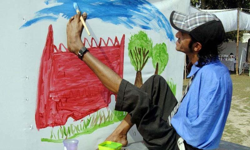 انہیں خصوصی تربیت فراہم کی جانی چاہیے—فوٹو: موورک پاکستانیز