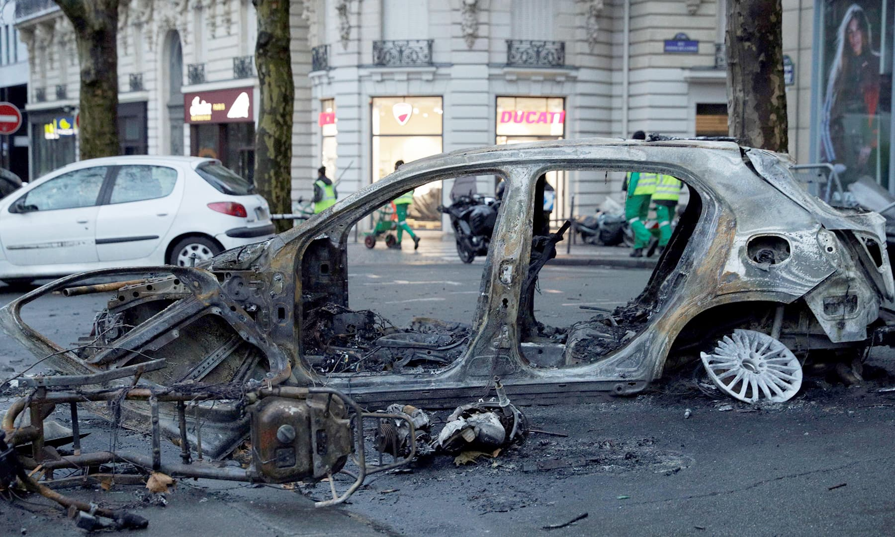 Vehicles bore the brunt of the violence which injured at least 113. —AFP