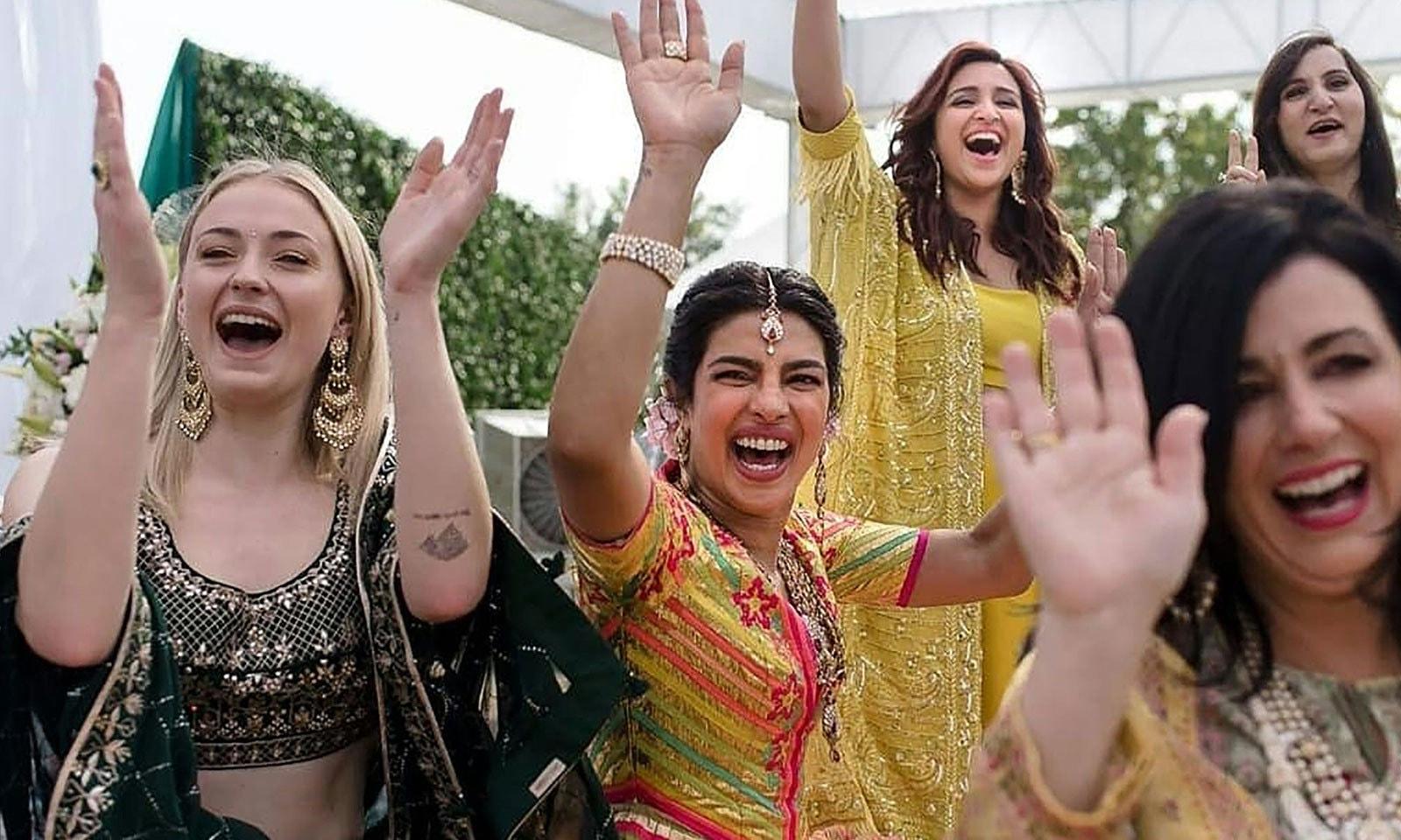 شادی کی تقریب میں دلہا اور دولہن کے رشتے داروں، دوستوں اور دیگر شخصیات نے شرکت کی—فوٹو: اے ایف پی