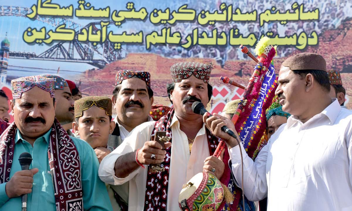 Folk singer Jigar Jalal performs during a function to mark the Sindhi Culture Day in Larkana. —APP