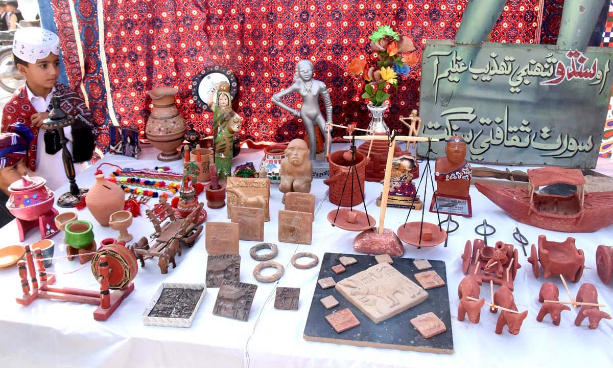 Souvenirs displayed at a stall during an event in Larkana. —APP