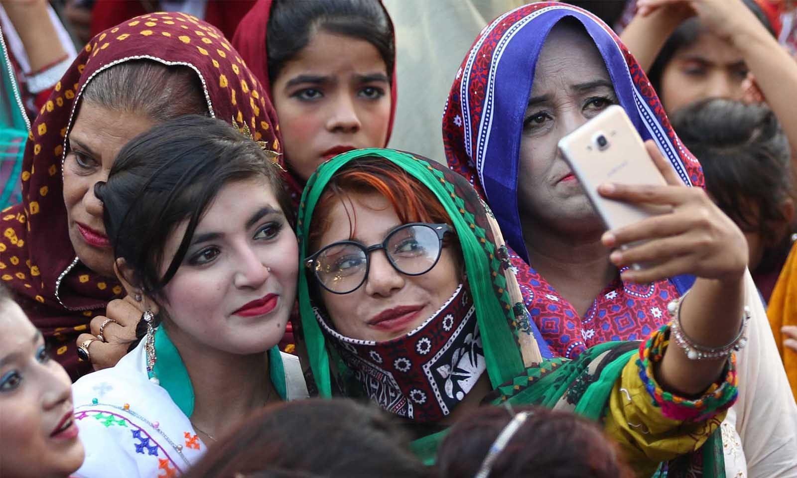 اس موقع پر لوگوں کا جوش و خروش قابل دید تھا—فوٹو: وقاص علی